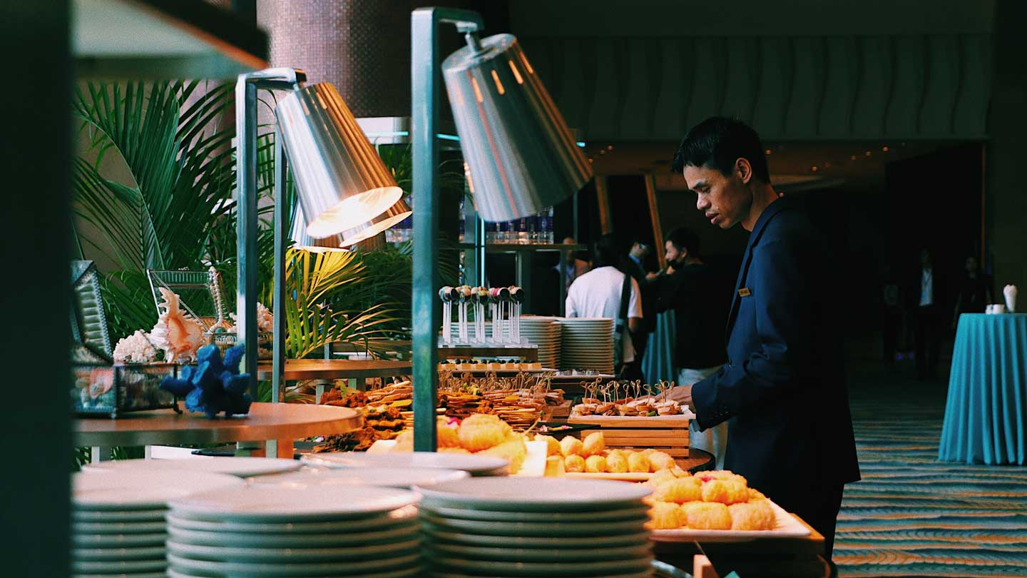 5-Types-of-Catering-Services-To-Choose-on-thesunrisepost