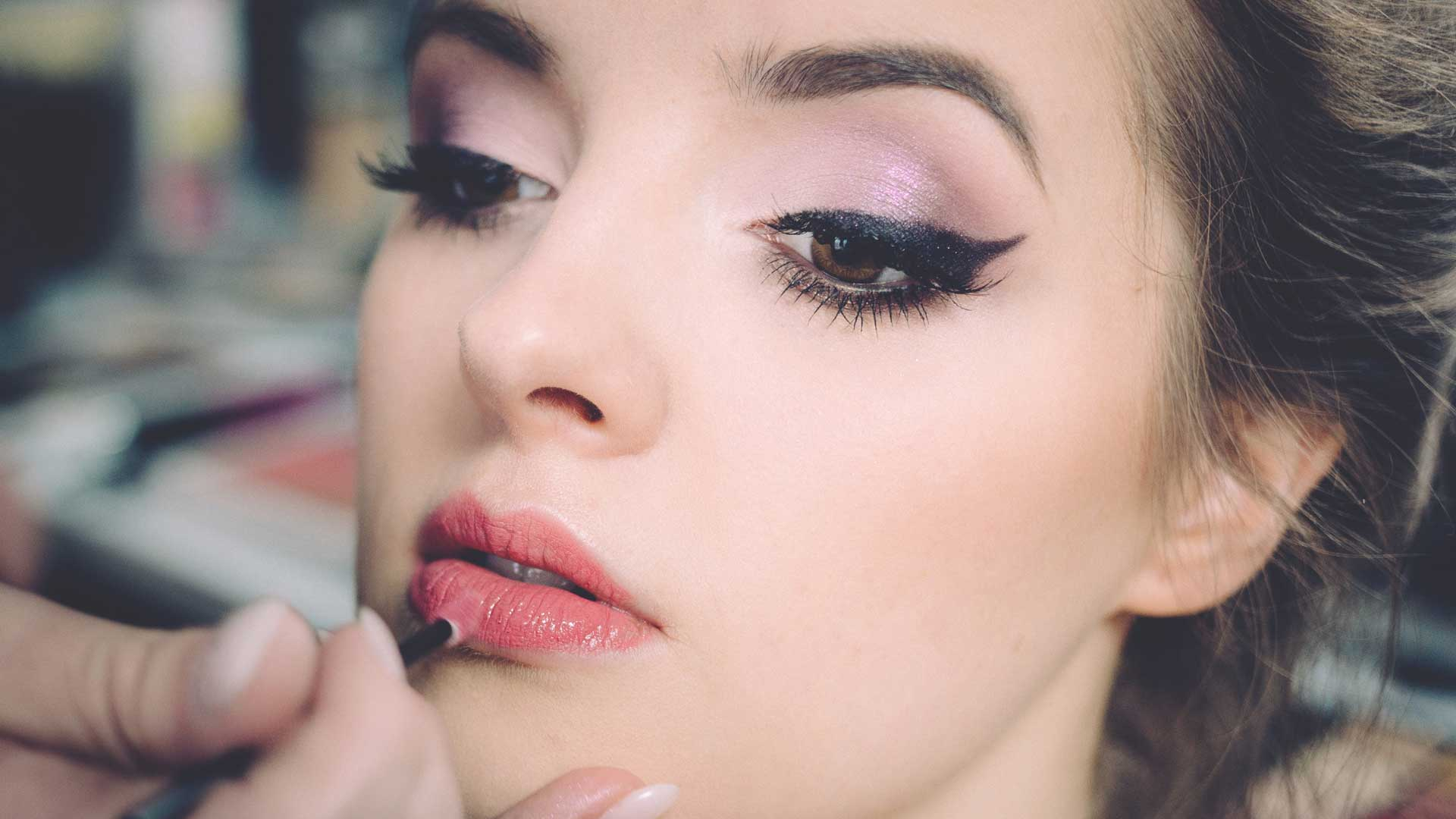 Pros-&-Cons-of-Your-Eyes-and-Lips-Makeup-on-TheSunrisePost