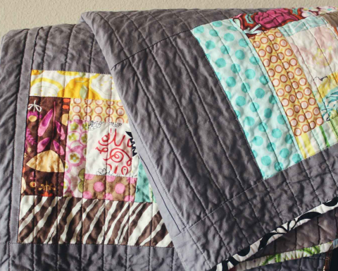 Ways-to-Use-Throw-Blankets-At-Your-Home-on-TheSunrisePost